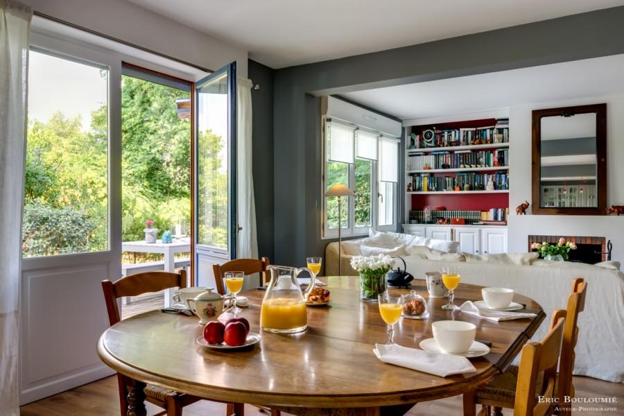 photographie d'un salon d'une maison d'hôte réalisée par un photographe professionnel d'architecture