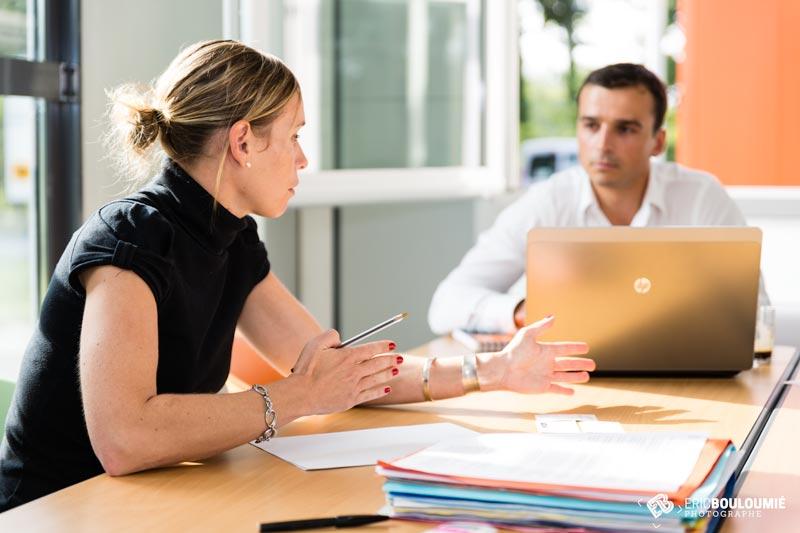 Entreprise en réunion de travail avec un fournisseur