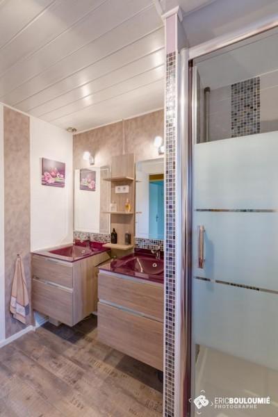 Photographe immobilier : Salle de bain d'une maison T5 sur canéjan